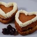 Valentijnshartjes met jam en room